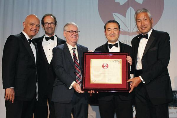 Dr. Kazuhiro Yasufuku honoured at Ninth Annual Sakura Gala