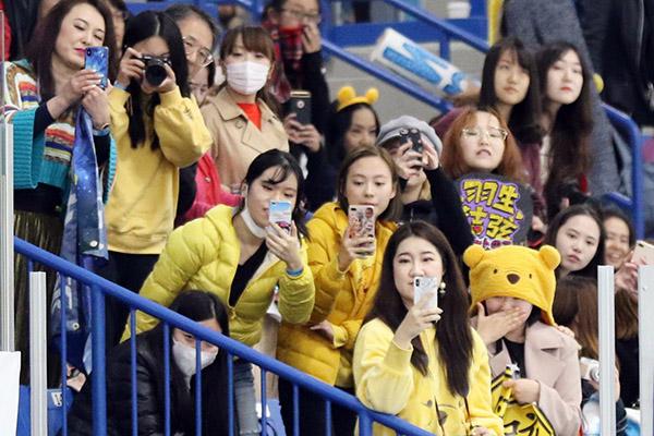 "Hanyu's ""Winnie-the-Pooh"" fans"
